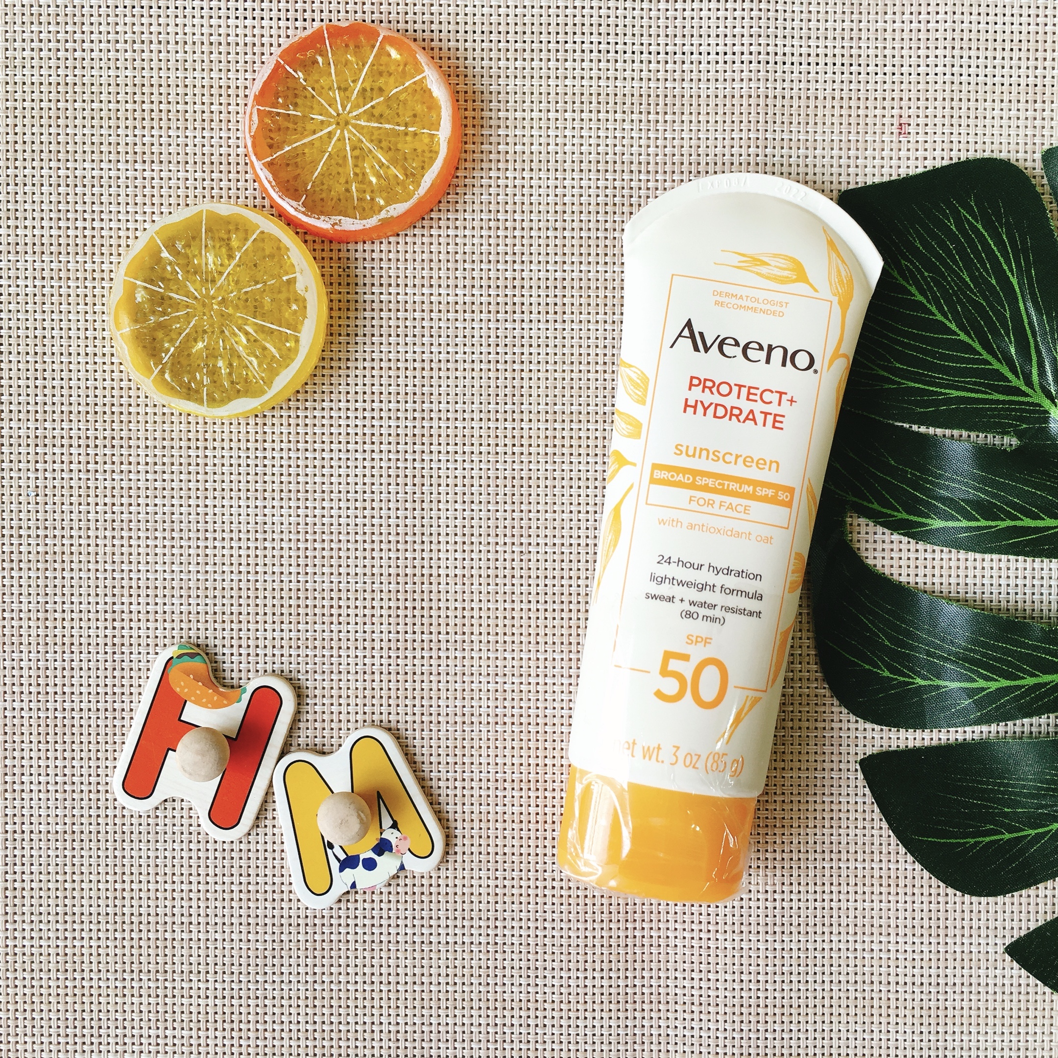 Kem chống nắng Aveeno Protect Hydrate SPF50